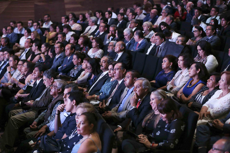 Maestros y Maestros durante la ceremonia de homenaje