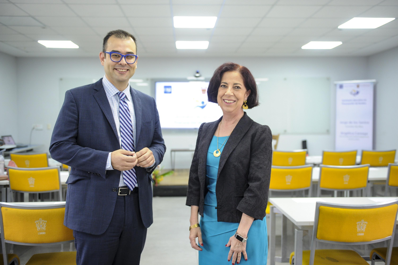 Los doctores Jorge de los Santos y Angélica María Careaga-Mercadillo impartieron la capacitacion