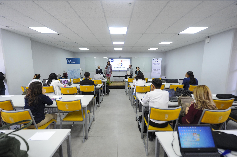 El Seminario Ejecutivo de Procuracion de fondos se realizo en una aula del CUAAD UDG