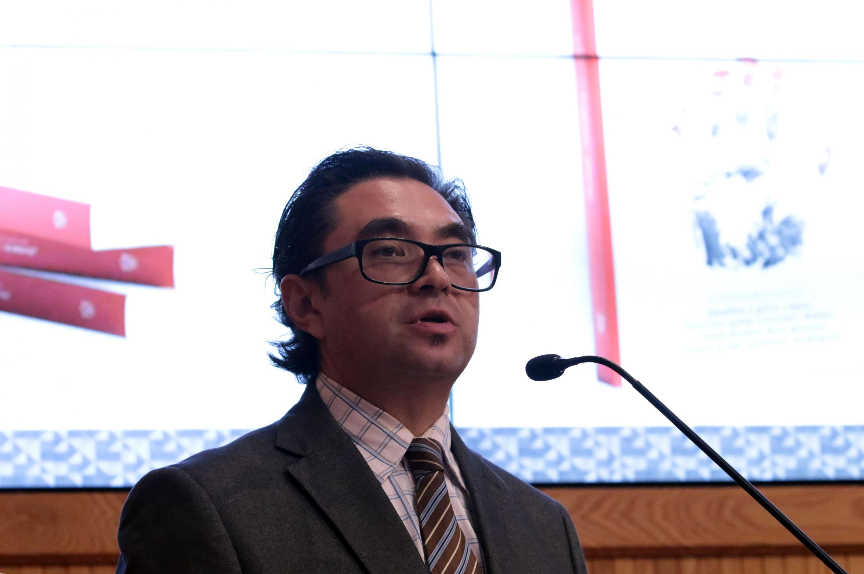Dr. José Igor Israél González Aguirre, académico del Centro Universitario de Ciencias Sociales y Humanidades; haciendo uso de la palabra.