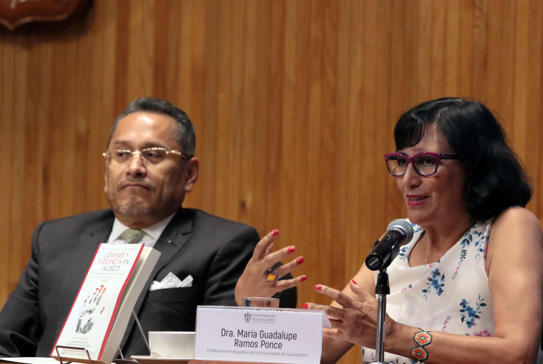 Doctora María Guadalupe Ramos Ponce, investigadora del Centro Universitario de la Ciénega; haciendo uso de la palabra.