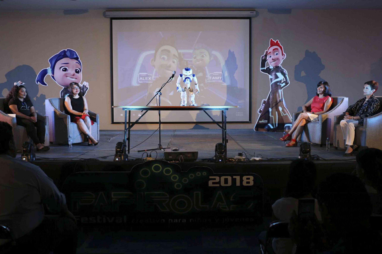 Panel -Niñas STEM-, realizado en el marco del Festival para Niños y Jóvenes Papirolas 2018.