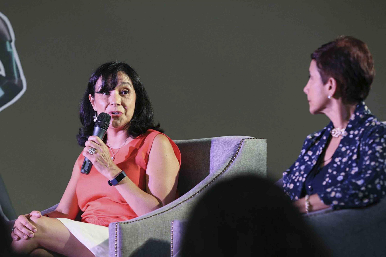 Doctora Adriana Labardini Inzunza, quien fue comisionada del Instituto Federal de Telecomunicaciones, haciendo uso de la palabra.