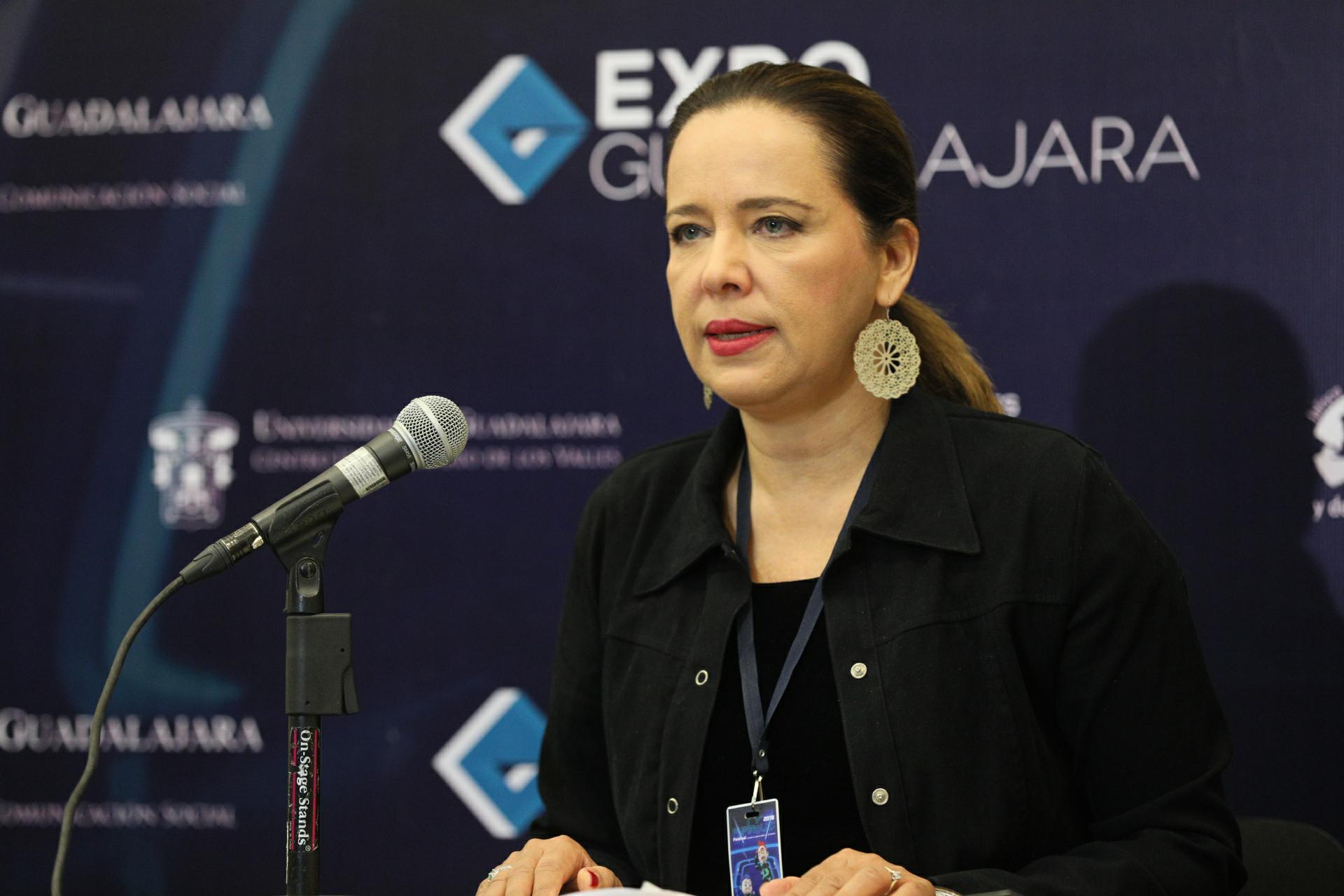 Directora de Papirolas, Marcela García Bátiz, haciendo uso de la palabra  durante la rueda de prensa