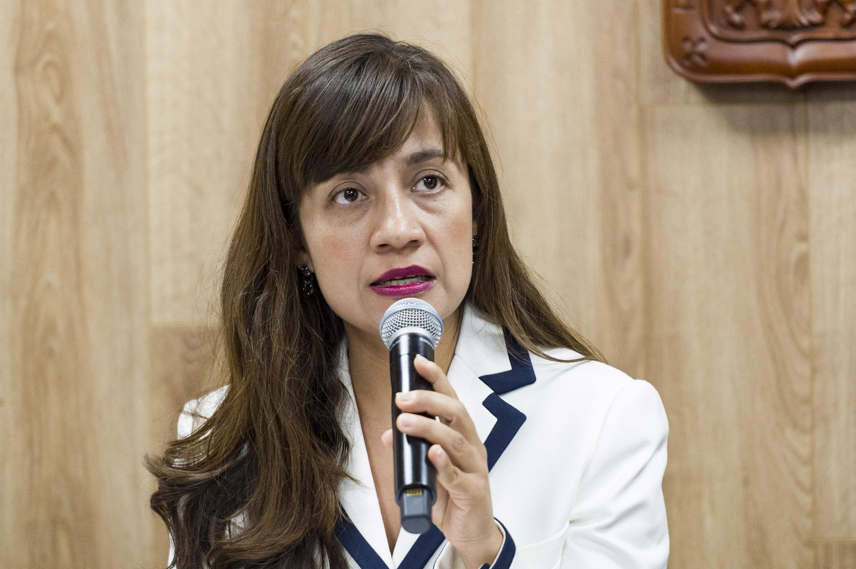 Doctora Lorena Valerdi Contreras, jefa de la División de Medicina del Antiguo Hospital Civil de Guadalajara -Fray Antonio Alcalde-, participando en rueda de prensa.