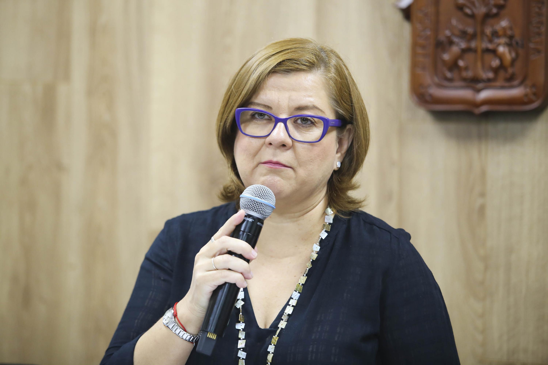 Maestra Rosalía Orozco Murillo, Jefa del Centro de Formación en Periodismo Digital y responsable de la Coordinación de la Maestría en Periodismo Digital, de UDGVirtual, haciendo uso de la palabra
