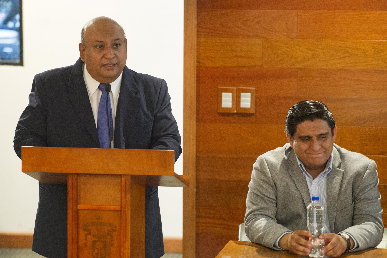 Jefe del Departamento de Psicología Básica del CUCS, maestro Francisco José Gutiérrez Rodríguez, haciendo uso de la palabra