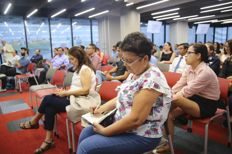 Publico asistente a la reunión se llevo a cabo en Central Bosch Plaza Sania