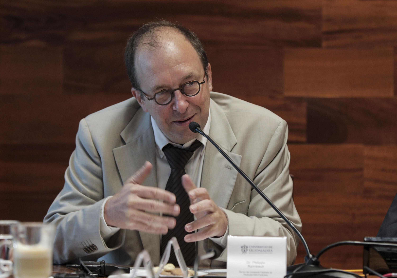 Doctor Philippe Raimbault, Rector de UFTMiP, haciendo uso de la palabra, durante firma de convenio