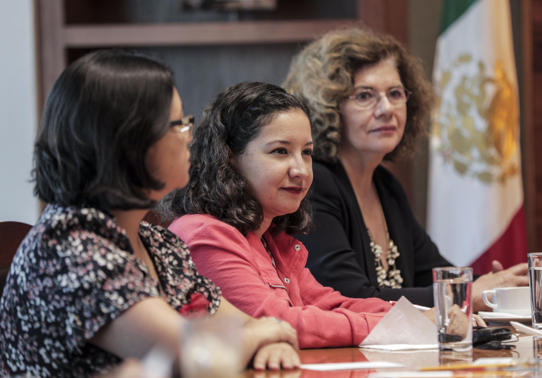 Asistentes a la firma de convenio en la sala José Clemente Orozco