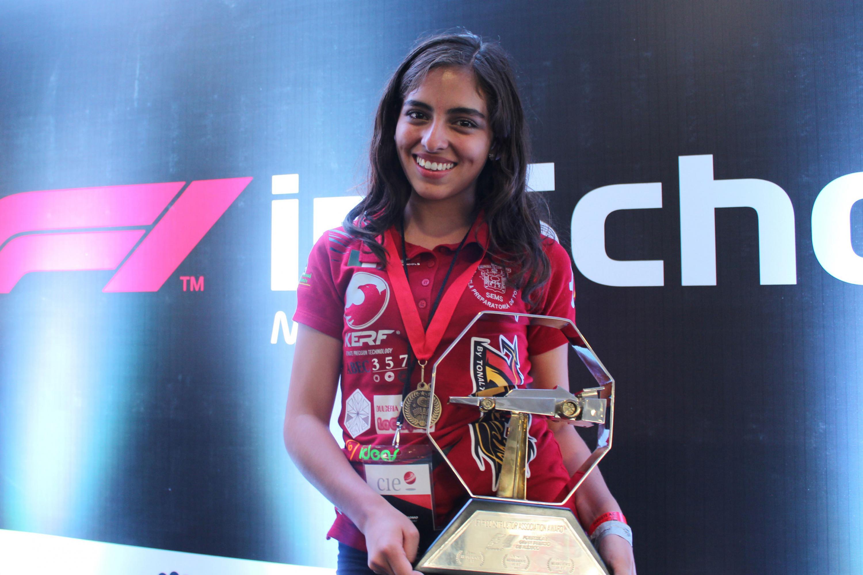 Mariana Venegas, líder del equipo Escudería TNT Racing, de la Preparatoria Tonalá de la UdeG.