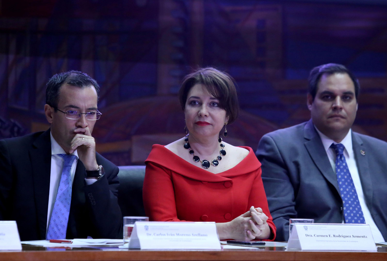 La doctora Carmen Rodirguez, Vicerrectora Ejecutiva de la Universidad de Guadalajara, haciendo acto de presencia en la ceremonia.
