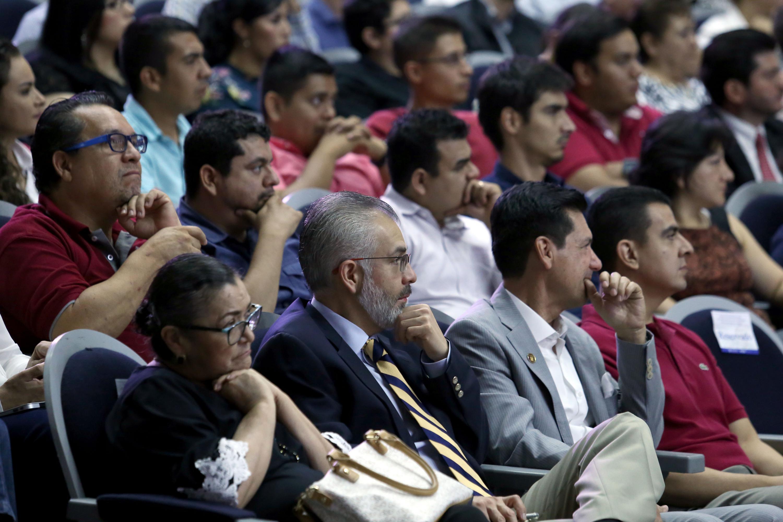 Audiencia de la ceremonia, en el auditorio Roberto Mendiola Orta, del Centro Universitario de Ciencias de la Salud.