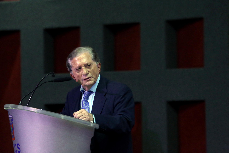 El Secretario de Innovación, Ciencia y Tecnología de Jalisco, maestro Jaime Reyes Robles, haciendo uso de la palabra desde el podio.