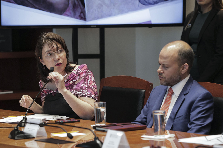Vicerrectora Ejecutiva de esta Casa de Estudio, doctora Carmen Enedina Rodríguez Armenta, haciendo uso de la palabra durante firma de convenio