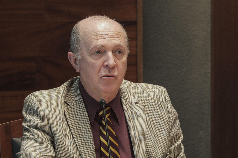 Rector General doctor Miguel Ángel Navarro Navarro, durante la firma de convenio con INBA