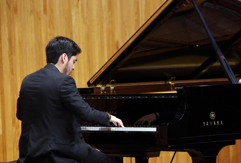 Los jovenes musicos deben de cumplir con la interpretaciones seleccionadas por los jueces