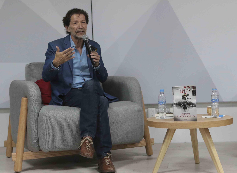 Periodista Jorge Zepeda Patterson, haciendo uso de la palabra durante la presentación de su libro