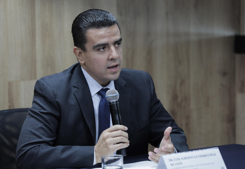 Coordinador General de Tecnologías de la Información (CGTI), doctor Luis Alberto Gutiérrez Díaz de León, participando en rueda de prensa