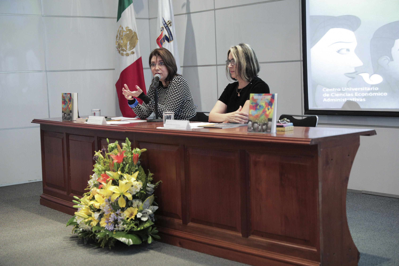 Vicerrectora Ejecutiva, doctora Carmen Rodríguez Armenta, durante el segundo Coloquio de Cuerpos Académicos 2018