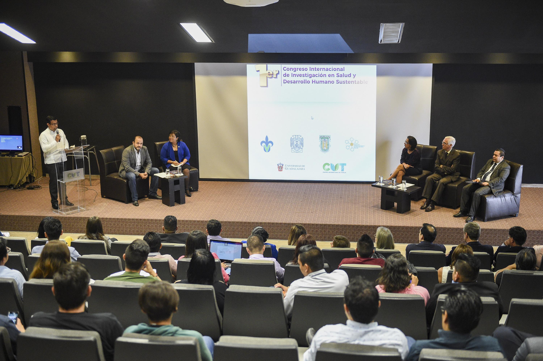 """Conferencia """"El desarrollo sustentable y transdisciplinario desde el ámbito académico: el caso del CUTonalá"""","""