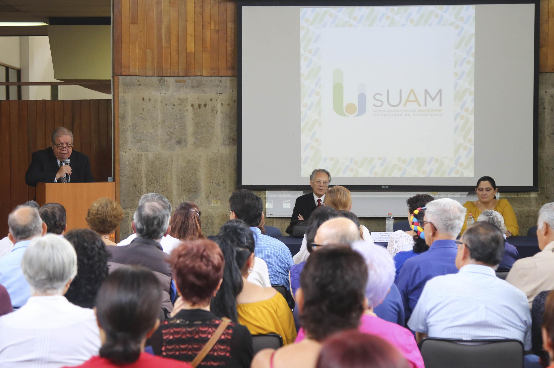 El doctor Duran Juarez dirigiendo unas palabras a los asistentes al evento