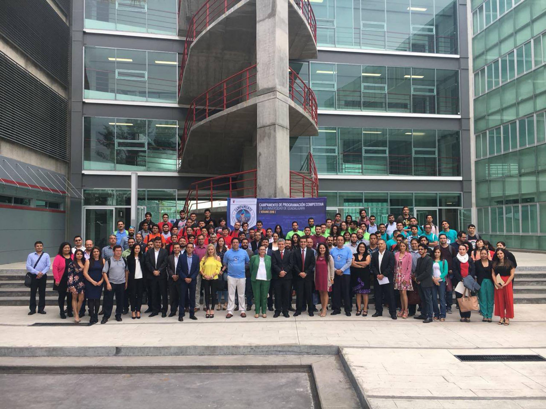 Fotografía grupal de los asistentes al Campamento de Programación Competitiva UdeG
