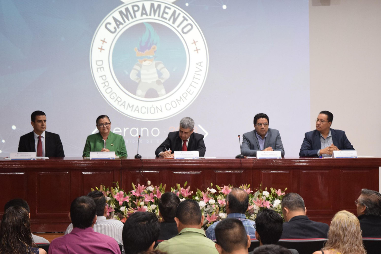 Ponentes durante la inauguración del Campamento de Programación Competitiva UdeG