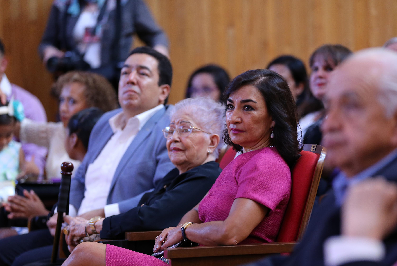 Publico asistente a la ceremonia de entrega del título de Maestro Emérito al doctor Jorge Emilio Puig Arévalo.realizada en el Paraninfo Enrique Díaz de León
