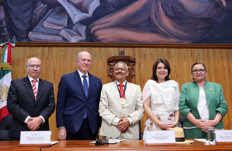 Ceremonia de entrega del título de Maestro Emérito al doctor Jorge Emilio Puig Arévalo.realizada en el Paraninfo Enrique Díaz de León