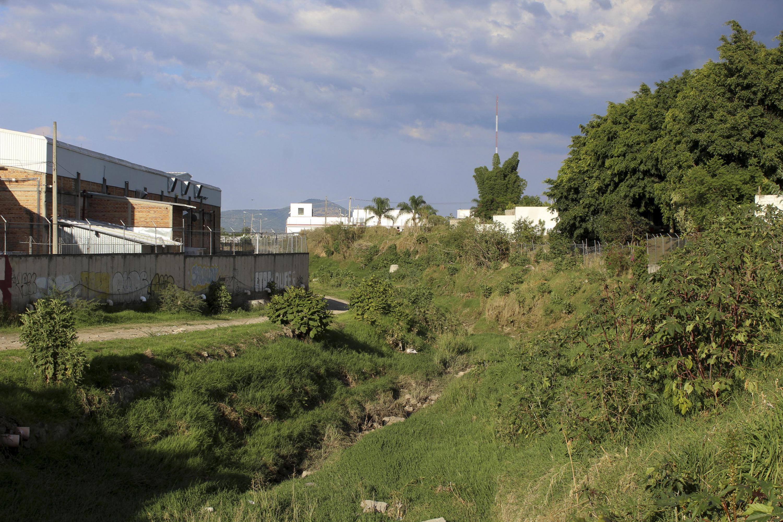 El Arrollo Hondo corre a un lado de colonias populares del norte de Zapopan