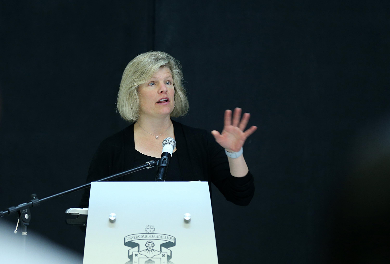 La Gerente de Relaciones Empresariales del Babson College, licenciada Nan Covert,haciendo uso de la palabra.