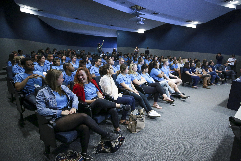 Ceremonia de bienvenida para estudiantes del Programa de Español para Extranjeros (PEPE), en las instalaciones del Centro Universitario de Ciencias Económico Administrativas (CUCEA).