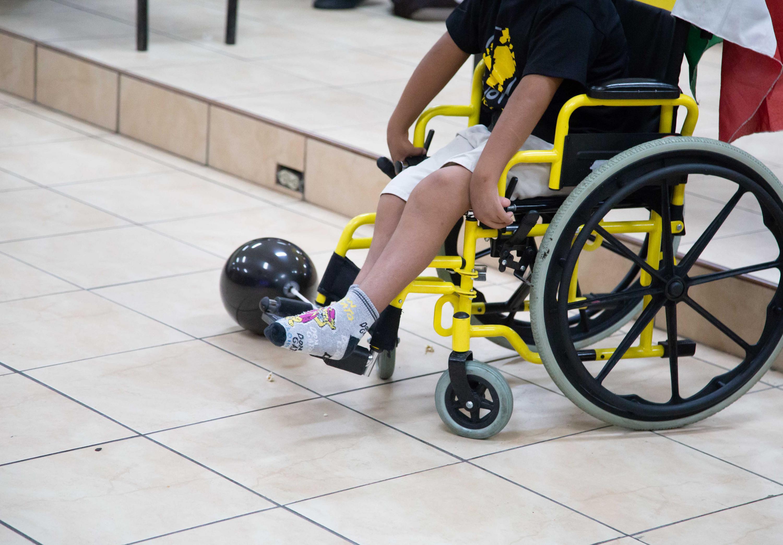"""Paciente infantil en silla de ruedas que es atendido en la Clínica de Pie Equino Varo Antiguo Hospital Civil de Guadalajara """"Fray Antonio Alcalde"""""""