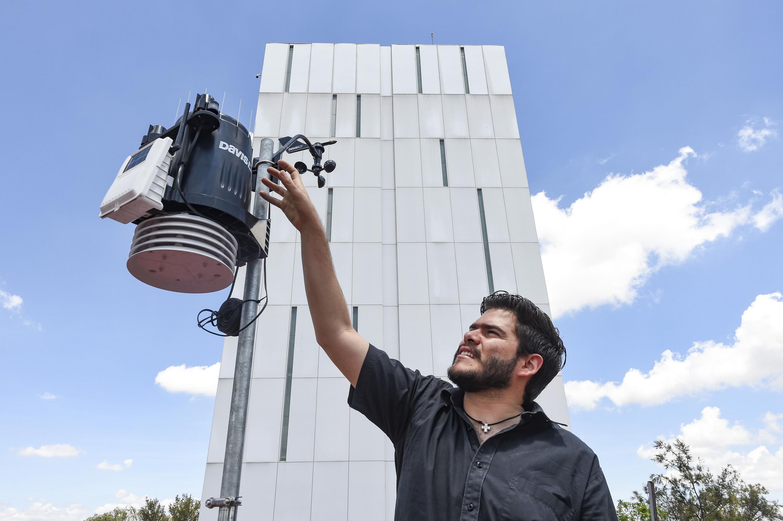 Sergio Esteban Aldana Alonso, egresado de la licenciatura en Ingeniería Civil del Centro Universitario de Ciencias Exactas e Ingenierías.
