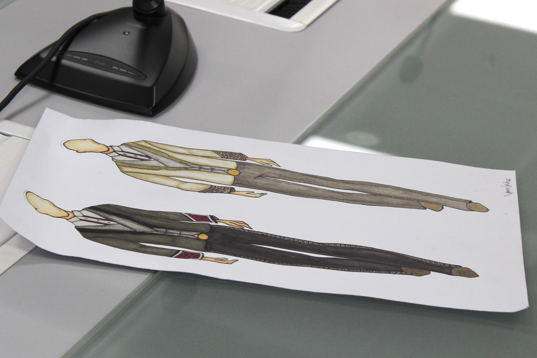 Diseños en papel de los diferentes modelos del nuevo uniforme para calandrieros.