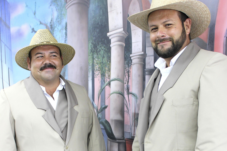 Calandrieros de Guadalajara portando sus nuevos uniformes.