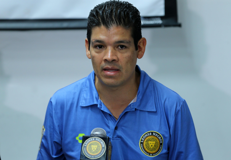Director de la copa, doctor Gabriel Flores Allende, participando durante rueda de prensa