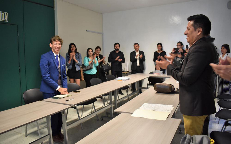 José Antonio Olivo Valencia, egresado de la maestría en Generación y Gestión de la Innovación de UDGVirtual, presentando su app
