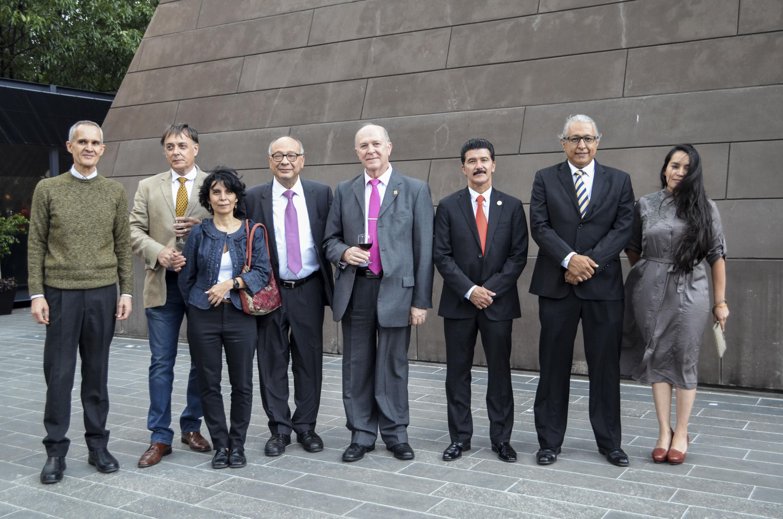 Doctor Miguel Ángel Navarro Navarro, Rector General de la Universidad de Guadalajara y el doctor Alejandro Pelayo Rangel, Director General de la Cineteca Nacional