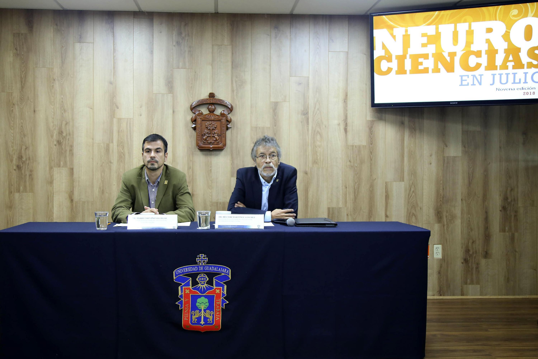 Doctor Héctor Martínez Sánchez y el doctor Mario Treviño Villegas, durante rueda de prensa