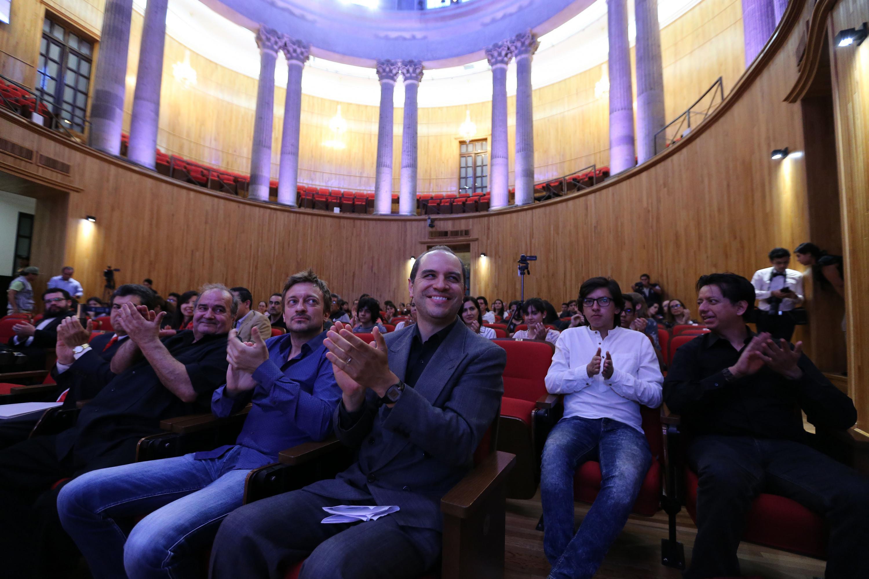El publico asistente aplaudio a los participantes