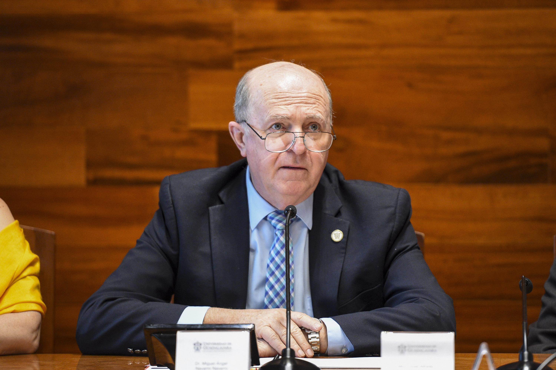 Doctor Miguel Ángel Navarro Navarro, Rector General de la Universidad de Guadalajara, haciendo uso de la palabra.