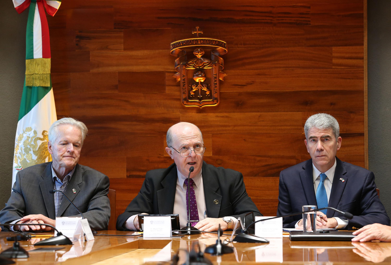 Rector General, doctor Miguel Ángel Navarro Navarro, haciendo uso de la palabra