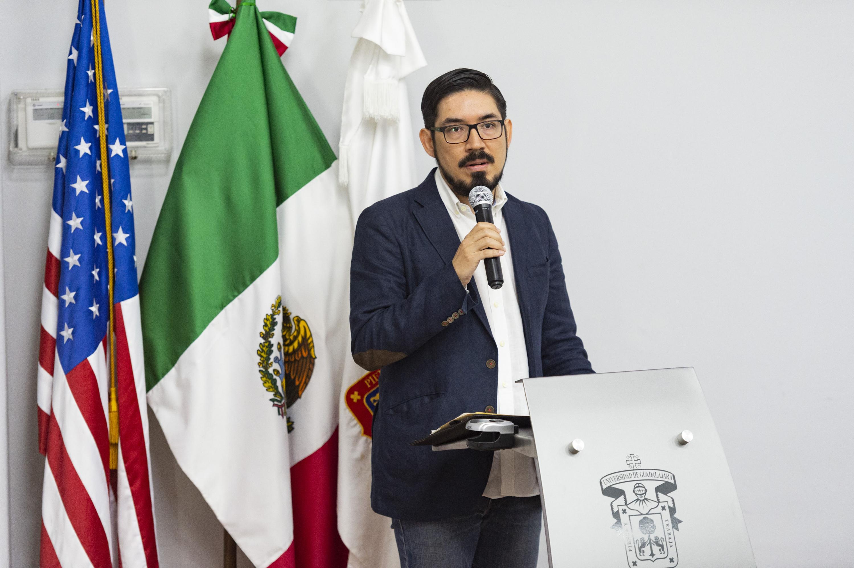 Mario Silva  durante su participación en el foro