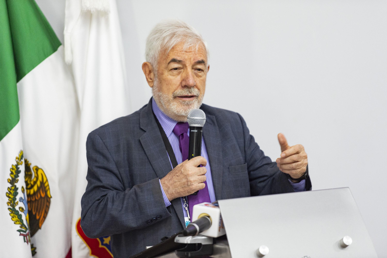 El  doctor Franz Vanderschueren durante su participación en el foro