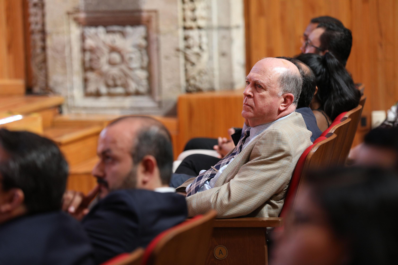 """Rector General de la UdeG, doctor Miguel Ángel Navarro Navarro, participando en la conferencia magistral """"Gobernanza y administración pública en la era de los populistas"""""""