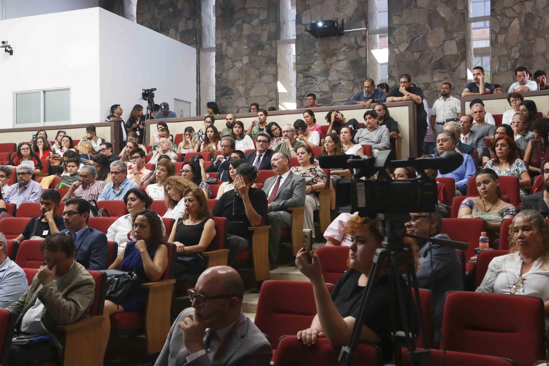 Una gran mayoría de alumno estuvieron presentes en el auditorio de CUCSH durante la sesión solemne