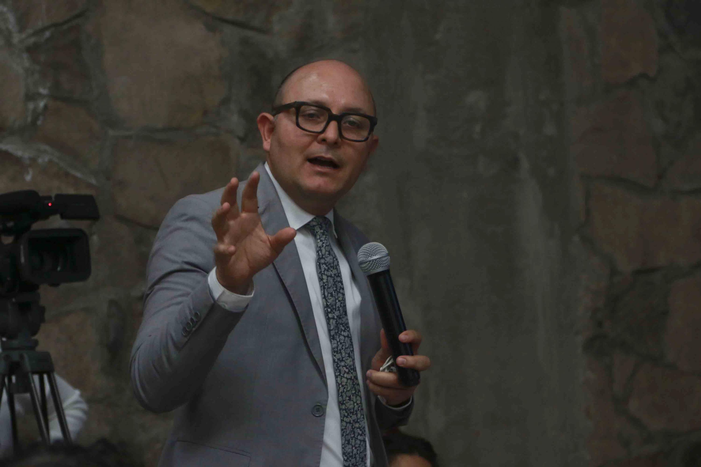 El doctor José de Jesús Becerra Ramírez participó junto a otros académicos para fortalecer el dictamen