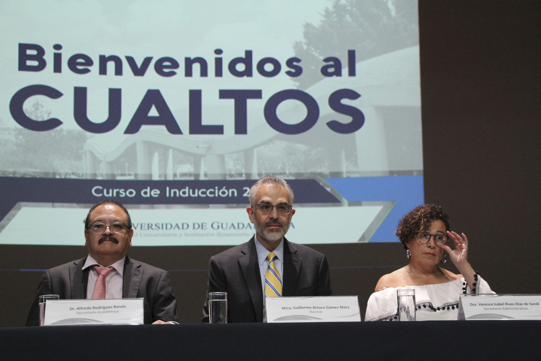 Rector, maestro Guillermo Arturo Gómez Mata, participando en la ceremonia de bienvenida al CUALTOS, curso de inducción 2018